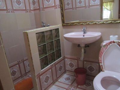 Bathroom 1 Details