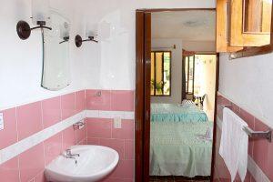 16bathroom-1-300x200-jpg
