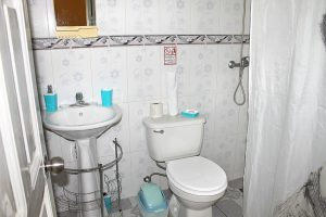 25bathroom3-300x200-jpg