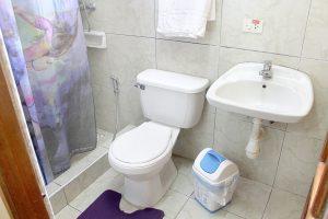13bathroom2-300x200-jpg
