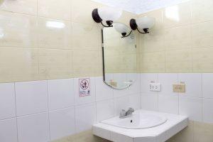 14bathroom1-1-300x200-jpg