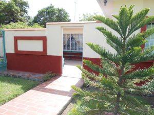hostal-el-pino-entrada-2-1024x768-300x225-jpg