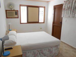 hostal-el-pino-habitacion-2-ventanas-abiertas-1024x768-300x225-jpg