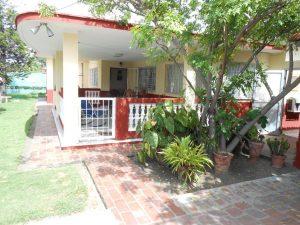 hostal-el-pino-terraza-jardin-1024x768-300x225-jpg