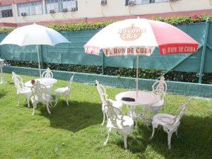 hostal-el-pino-terraza-sombrillas-2-1024x768-300x225-jpg