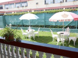hostal-el-pino-terraza-vistas-sombrillas-1024x768-300x225-jpg